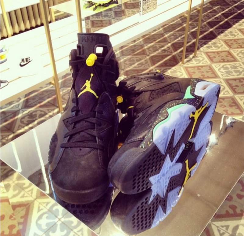Nike Womens Jordan 6 Retro Black Yellow Shoes