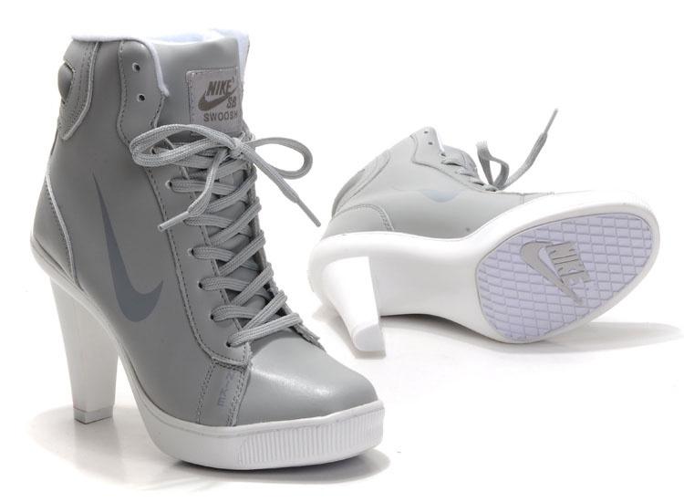 Nike сапоги на каблуке